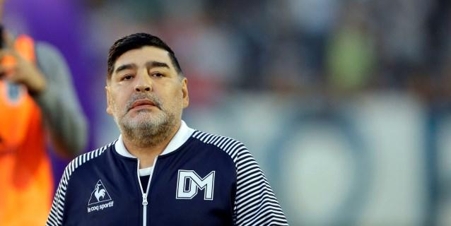 """Maradona dice que Riquelme no sabe """"nada de política"""" y que """"se vendió"""""""