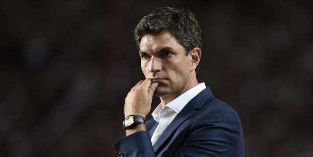Pellegrino quiere dirigir a Independiente y se reunió con los directivos
