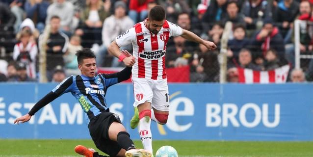Los delanteros uruguayos Dos Santos y Urruti se unen al Universitario