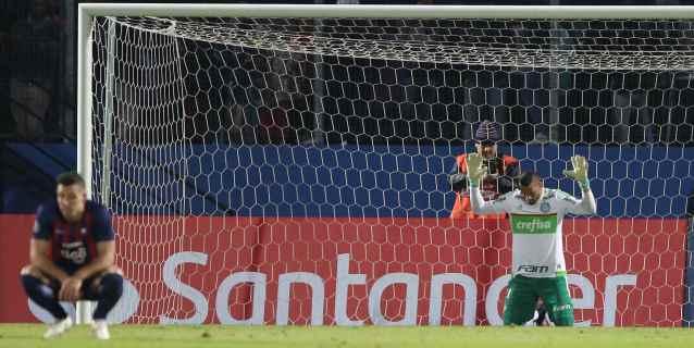 El portero Fernando Prass se despide del Palmeiras brasileño tras siete años
