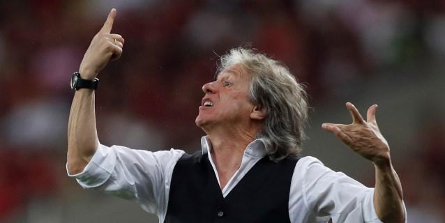El técnico del Flamengo lanza una biografía y cede los derechos a enfermos de cáncer