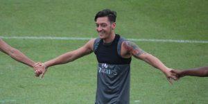 China cancela un partido del Arsenal por comentarios de Özil sobre Xinjiang