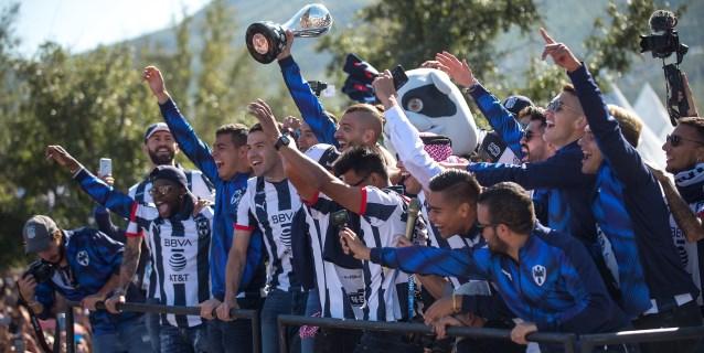 Los Rayados liberan sus emociones en un desfile ante su hinchada en Monterrey