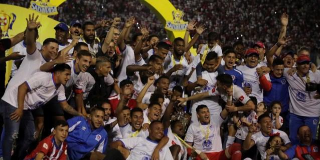 El Olimpia, del argentino Troglio, conquista con goleada título en Honduras