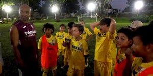 Senna dirige práctica de academia Villarreal con 100 niños puertorriqueños