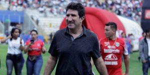 Cinco técnicos hondureños, 3 argentinos y 2 uruguayos en pulso por el título
