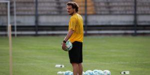 Diego Forlán dirige su primer entrenamiento con Peñarol