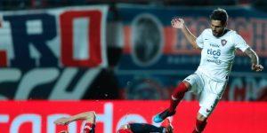 La U de Chile incorpora al argentino Larrivey como punta para su ataque