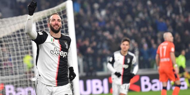 Un recital de Dybala e Higuaín lanza al Juventus a los cuartos de final