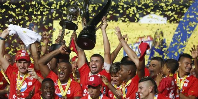 Liga colombiana comienza con 8 entrenadores extranjeros, uno de ellos español