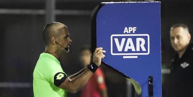 El VAR comienza en el fútbol paraguayo con determinación y algunas críticas