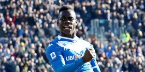 Balotelli, récord y racismo