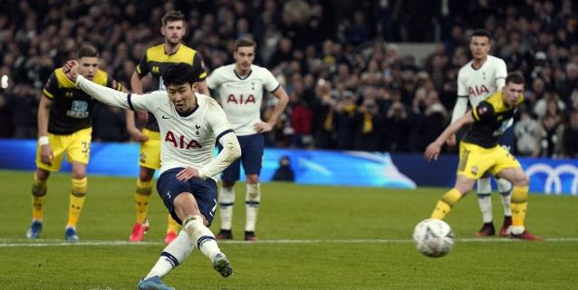 El Tottenham de Mourinho pasa 'in extremis' a los octavos de final