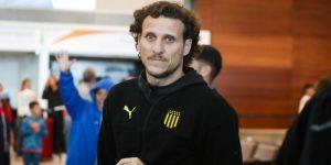 Triunfo del Peñarol de Forlán y caída del Nacional de Munua en la primera fecha del fútbol en Uruguay