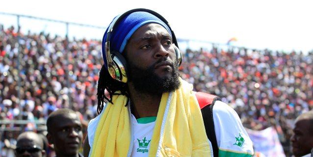 Adebayor anima al reclutamiento de socios para fichar por el Olimpia