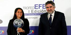 Kenti Robles recibe el primer Trofeo EFE a la mejor latinoamericana