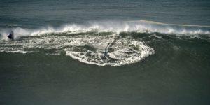 Vinicius y Rodrygo Goes, seducidos por las olas gigantes de Nazaré