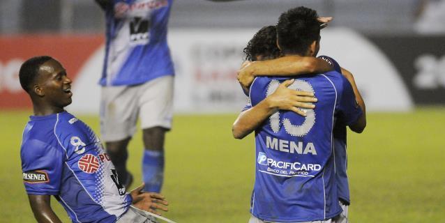 Federación Ecuatoriana de Fútbol suspende partidos por emergencia sanitaria