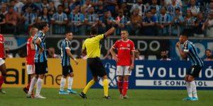 0-0. Gremio e Inter empatan en un clásico con ocho expulsados pero lideran el Grupo E