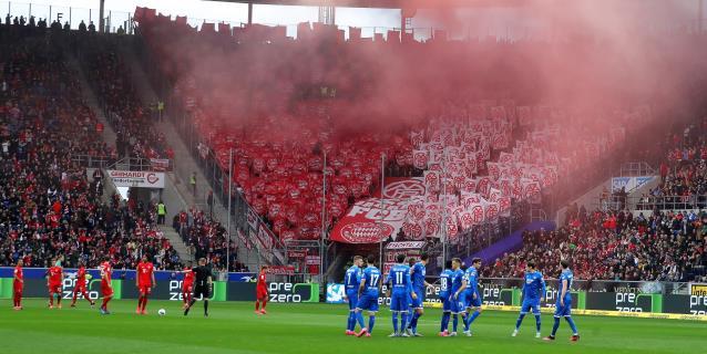 El Clásico hace líder al Real, huelga ante ultras, El Liverpool cae en Premier
