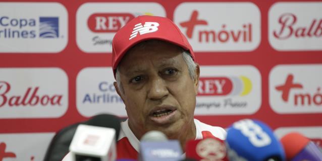 Panamá reduce a la mitad el salario del técnico argentino Américo Gallego