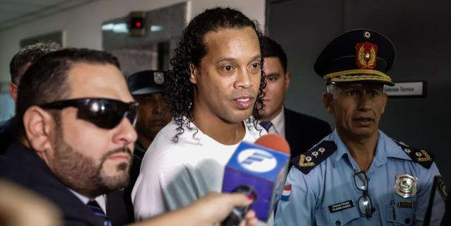 Ronaldinho y su hermano, detenidos en Asunción en la causa de los pasaportes falsos