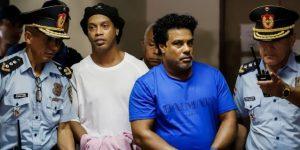 Ordenan prisión preventiva a Ronaldinho, que regresa a una cárcel de Asunción