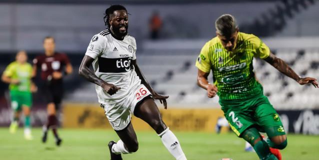 2-1. Olimpia vence a Defensa y Justicia sin brillo y con goles del banquillo