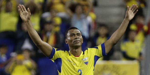 El gremio de futbolistas ve innecesario revisar los salarios en Ecuador