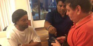 Ronaldinho, bajo custodia hasta que la Fiscalía paraguaya decida sobre su detención