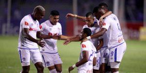 Olimpia parte con Adebayor y Santa Cruz al duelo contra Delfín