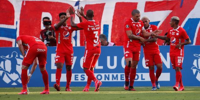 1-2. América de Cali toma aire tras vencer en Chile y complica a la Católica