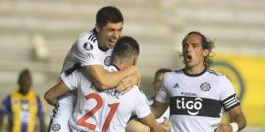 1-1. Olimpia, con Adebayor y Santa Cruz, empata ante el debutante Delfín