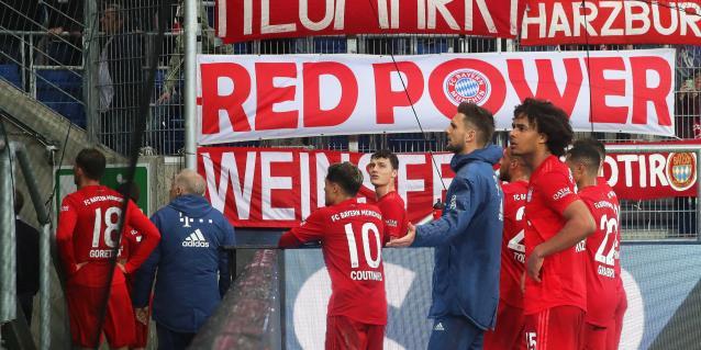 """Hoffenheim y Bayern hacen diez minutos de """"huelga"""" contra ultras"""