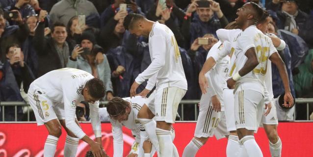Vinicius devuelve el clásico y el liderato al Real Madrid