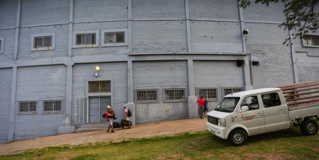 Emblemático estadio Centenario, convertido en albergue ante amenaza COVID-19