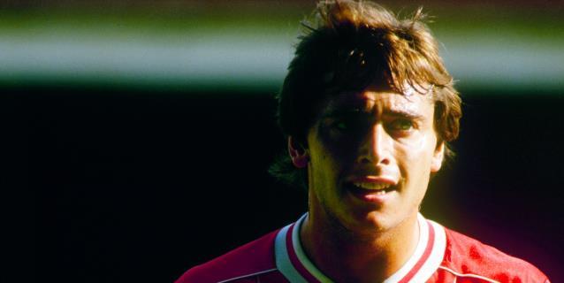 """El Liverpool, """"profundamente entristecido"""" por el fallecimiento de Robinson"""