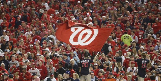La MLB analiza iniciar la temporada en sedes de entrenamiento y sin público