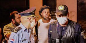 Ronaldinho ingresa en un hotel de Asunción para cumplir el arresto domiciliario