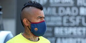 La plantilla del Barcelona estrena las nuevas mascarillas
