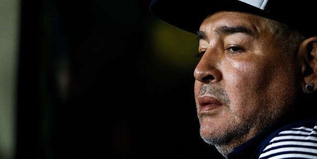 """Maradona, al borde del llanto: """"Ayuden a comer a la gente"""""""