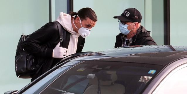 Ibrahimovic regresa a Milán pendiente de sus controles médicos