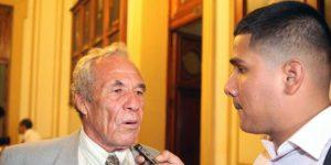 Universitario: Enrique Casaretto en cuidados intensivos por neumonía
