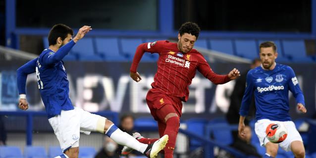 El Everton contiene a un Liverpool al ralentí
