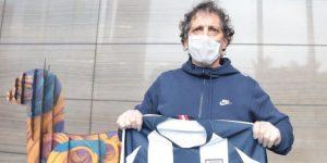 Mario Salas ya está en Perú y luce con orgullo la camiseta de Alianza Lima