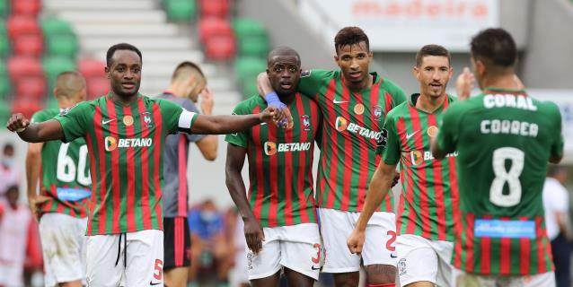 El Benfica se hunde en Funchal (2-0)