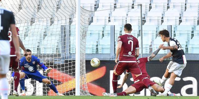 Dybala y un falta de Cristiano dan el derbi a un Juventus que blinda liderato