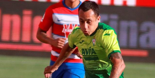 El chileno Fabián Orellana firma por el Real Valladolid hasta junio de 2022