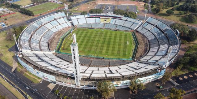 Uruguay celebra 90 años del estadio Centenario e intenta no dejarlo caer