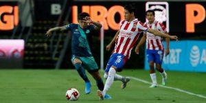Guadalajara despide a su entrenador, Luis Fernando Tena, por bajo rendimiento